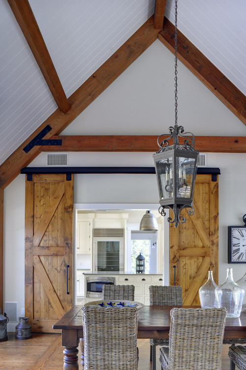 From rustic to chic 15 kitchens with barn door accents for Narrow barn door