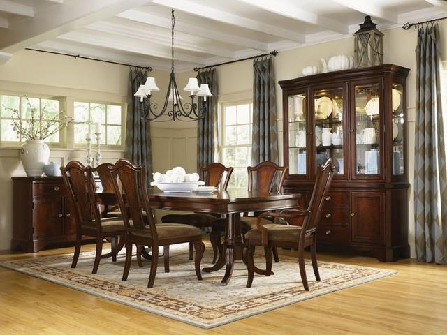 Elegant kitchen/dining room combo photo in Orlando