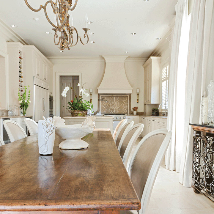Dining room - traditional dining room idea in New Orleans