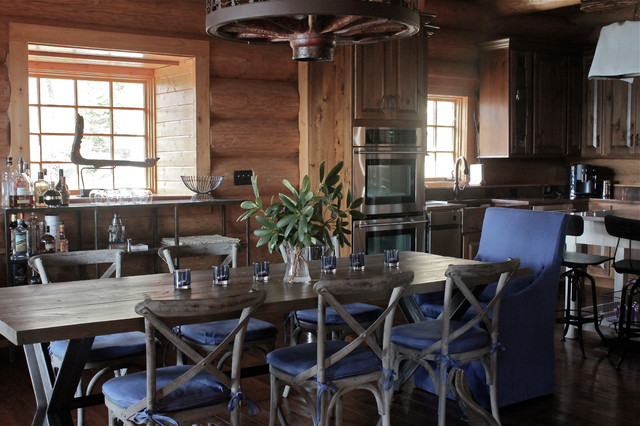 Lodge eclectic-dining-room