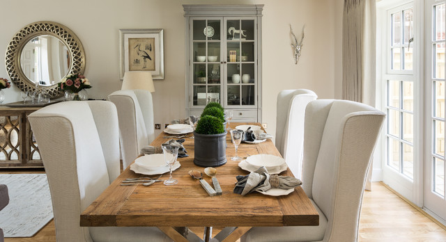 Merveilleux Country Light Wood Floor Dining Room Photo In Berkshire With Beige Walls