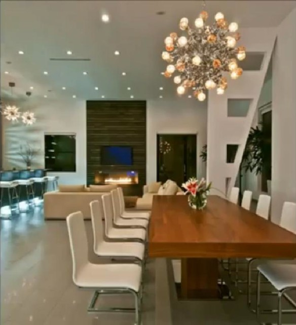 Luxury modern house in hollywood hills contemporary for Designer dining room suites