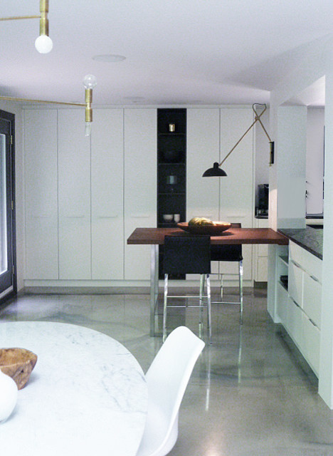 Idee Chambre Bebe Rouge : maison des Roitelets  Modern  Dining Room  Montreal  by Johanne