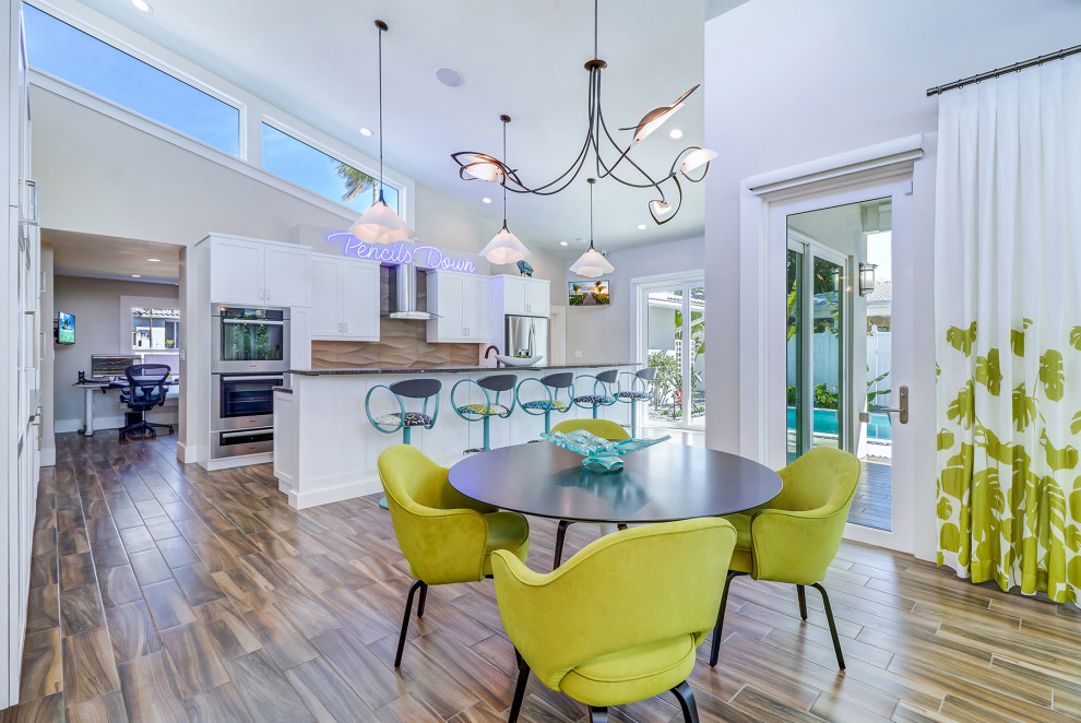 Example of a 1950s dining room design in Tampa