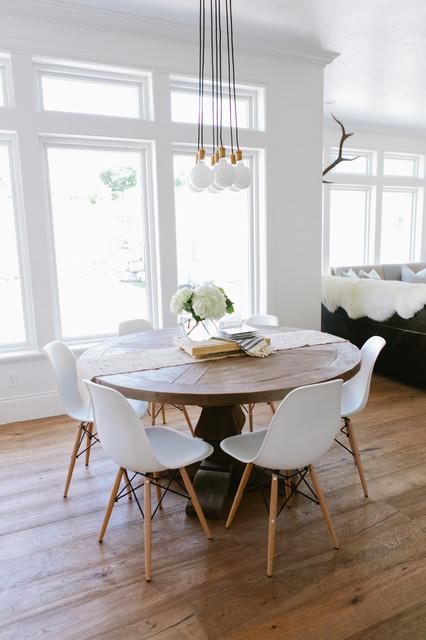 Bitte Abstand halten: Die richtigen Maße für Tisch, Wand und Stuhl