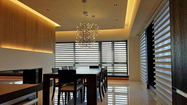 Modern window treatments modern dining room los for Modern dining room window treatments