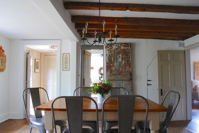 My houzz 1740s saltbox renovation farmhouse dining for Www houzz com dining rooms