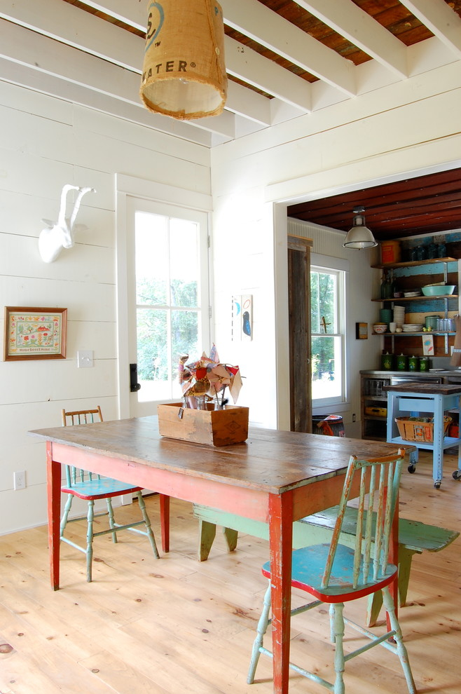 Dining room - cottage dining room idea in New York with white walls