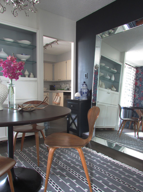 Dining room with oversized leaning mirror. How to make a small space look bigger #smallspace #decorating