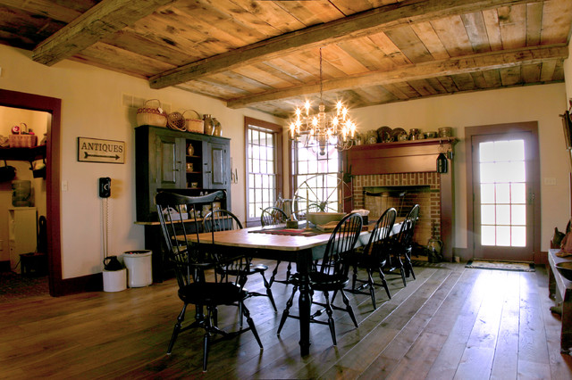 New england salt box style traditional dining room for New england dining room ideas