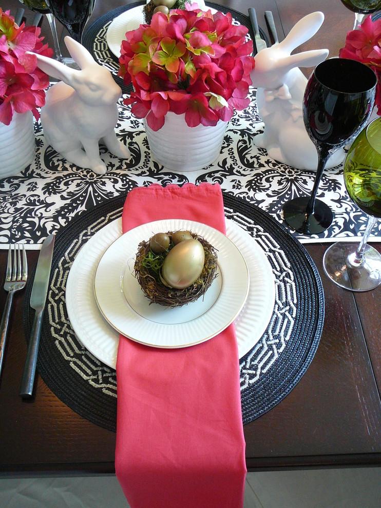Dining room - contemporary dining room idea in Miami