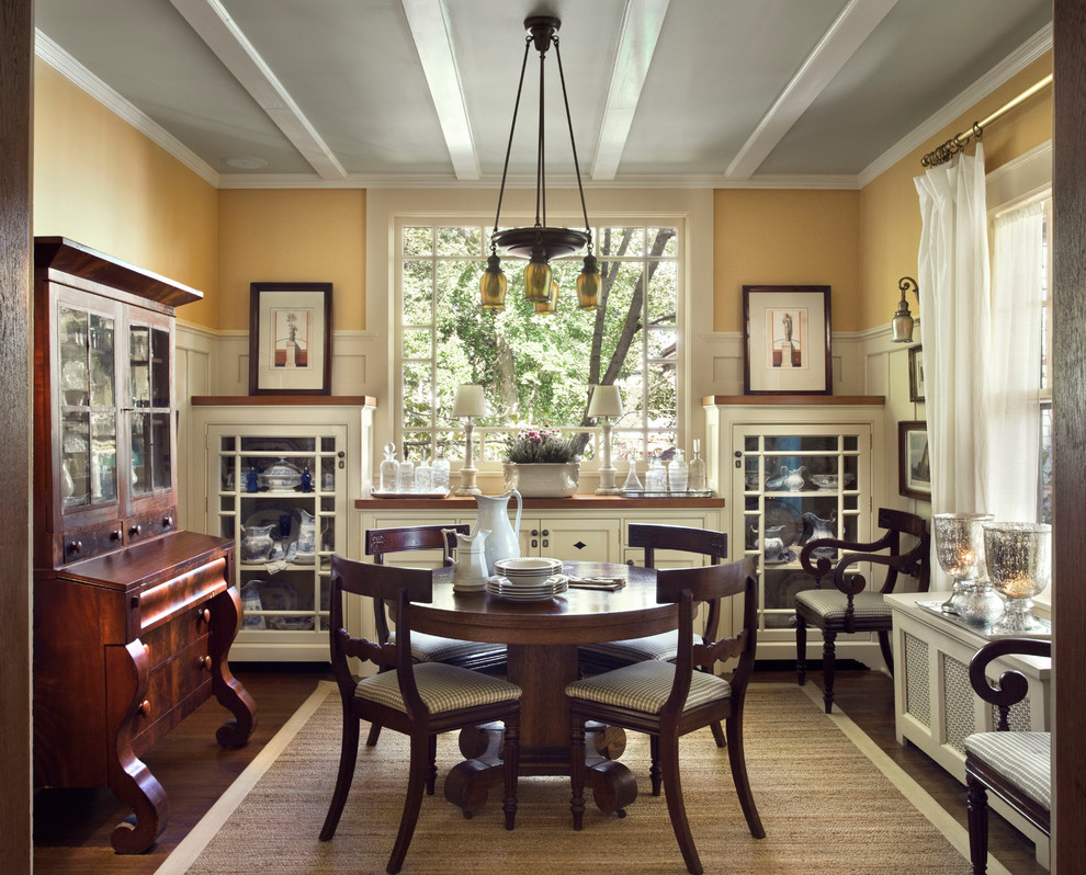 Example of a classic dining room design in New York
