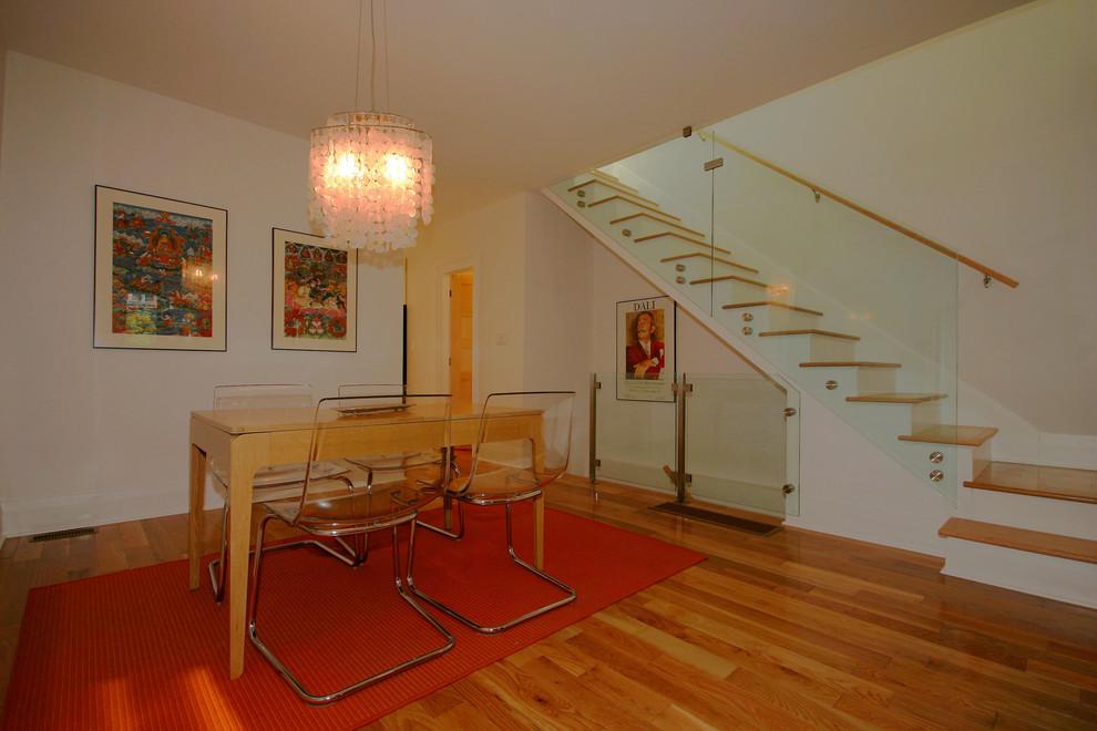 Dining room - contemporary dining room idea in Toronto