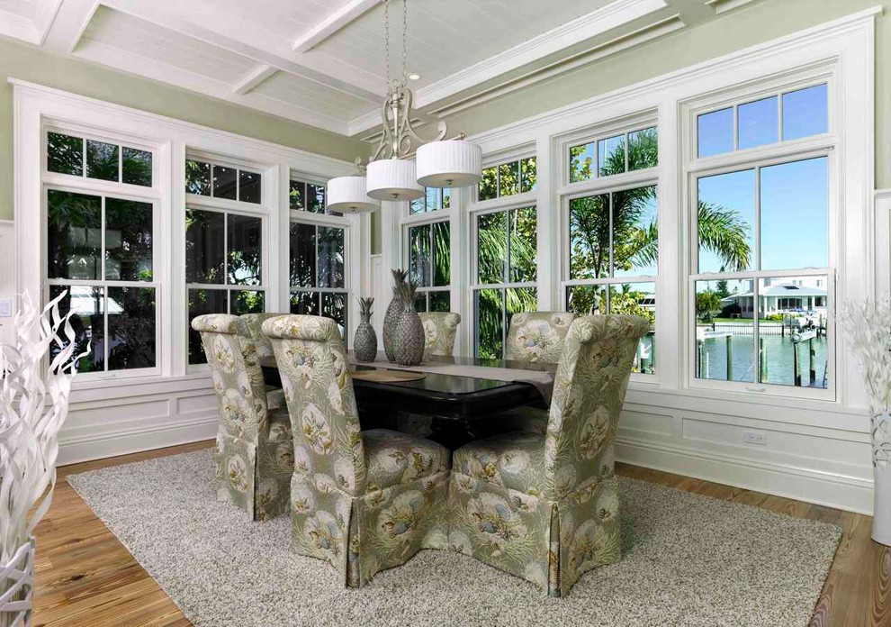 Dining room - traditional dining room idea in Tampa