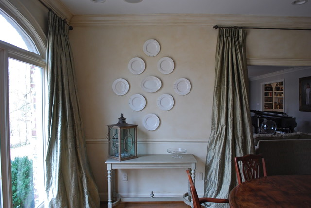 Plate Hanging Tutorial eclectic dining room