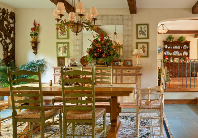 Pomello Residence traditional-dining-room