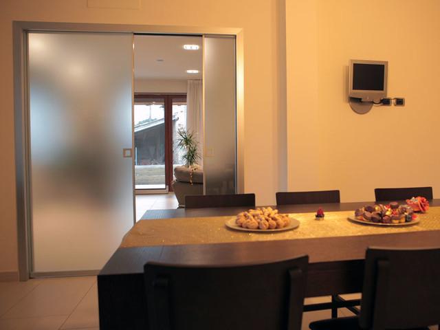 Porte da interno scorrevoli a scomparsa in alluminio e vetro - Porte da interno con vetro ...