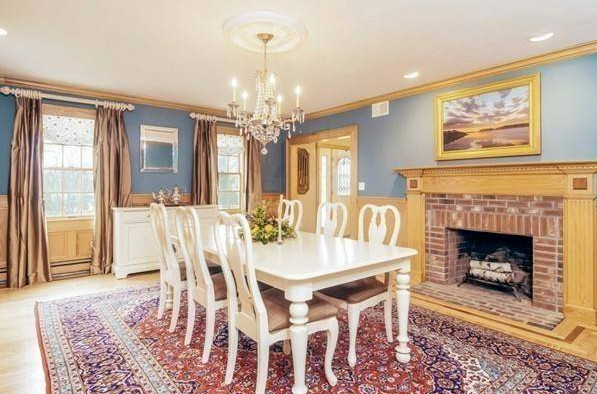 Example of a classic dining room design in Boston