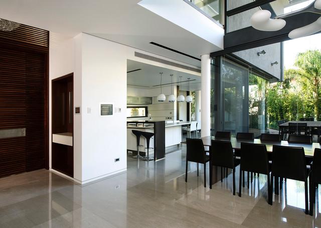 Raanana House No1 contemporary-dining-room