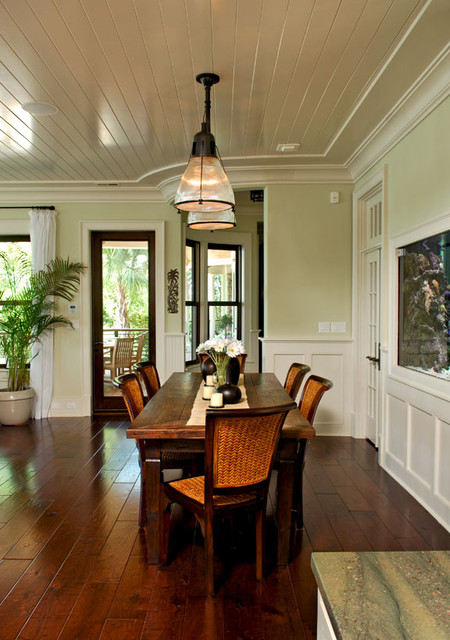 Rattan chairs heighten tropical feeling of dining room for Tropical dining room ideas