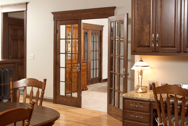 Red Oak 15 Lite TDL French Door Traditional Dining Room