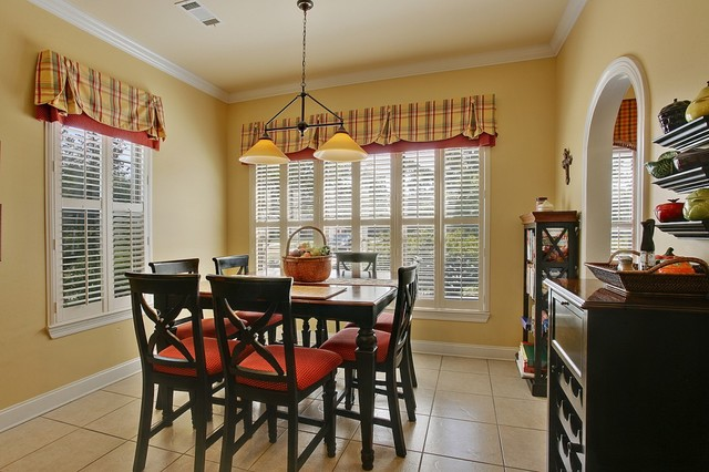 Residence in Pontchatoula, Louisiana traditional-dining-room