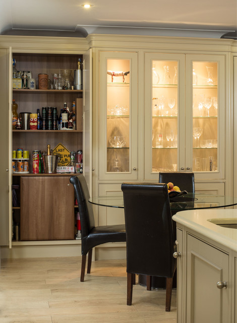 Royal collection dining room dublin by hand crafted for Jonathan williams kitchens