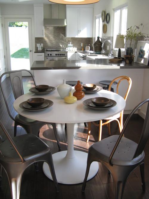 Saarinen Style Table