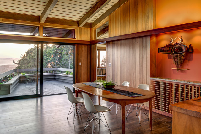 Midcentury modern dining room photo in San Francisco
