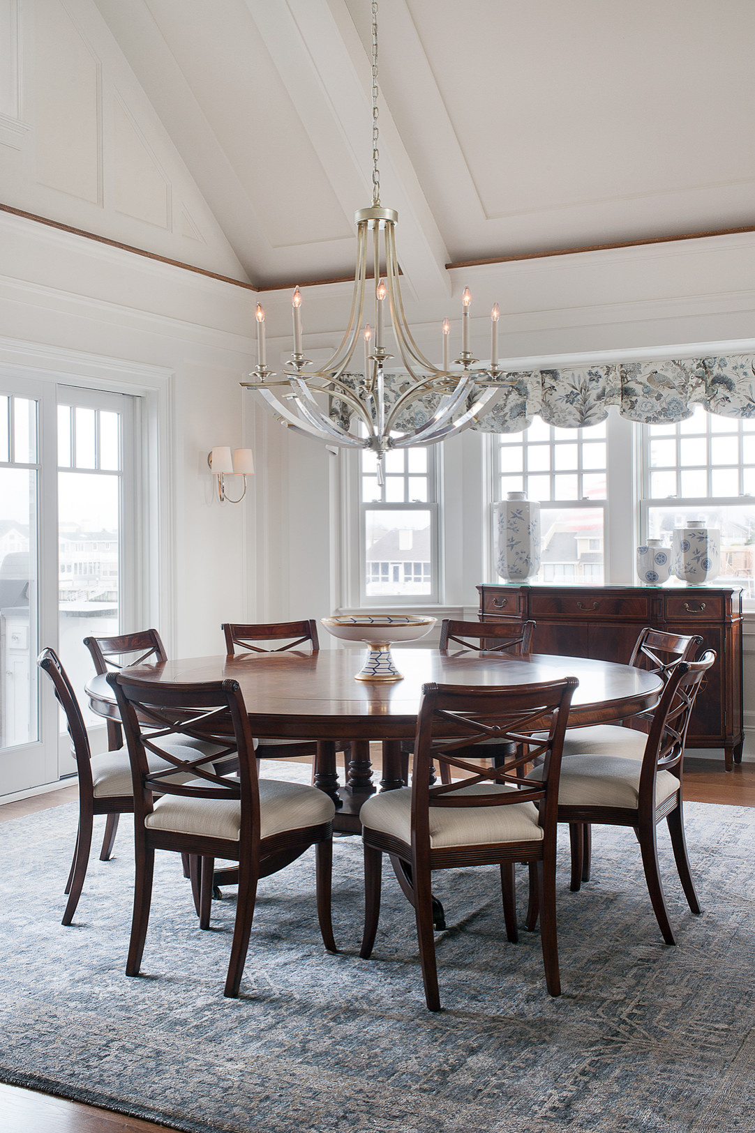 75 Beautiful Vaulted Ceiling Dining Room Pictures Ideas February 2021 Houzz