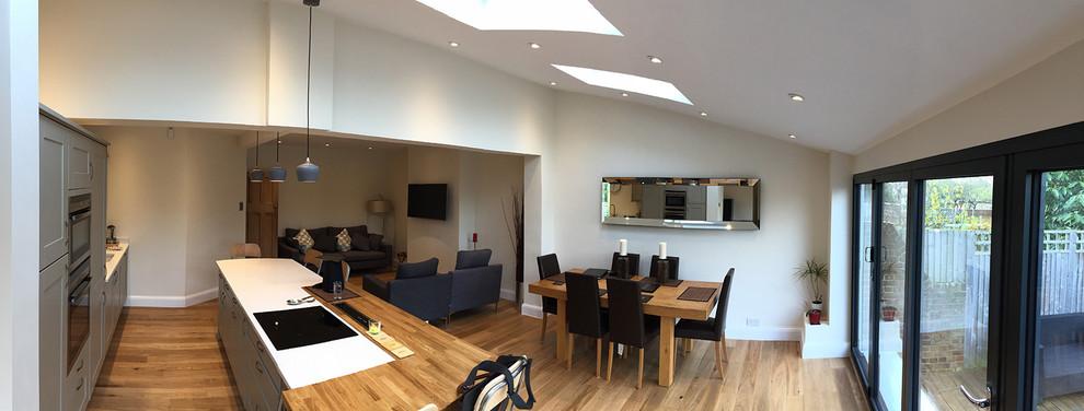 Ispirazione per una sala da pranzo aperta verso il soggiorno minimal di medie dimensioni