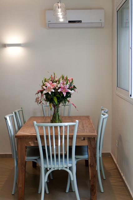 Small apartment in tel aviv traditional dining room for Small dining room ideas houzz