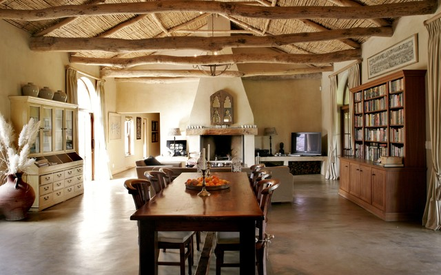 South African Farmhouse Farmhouse Dining Room