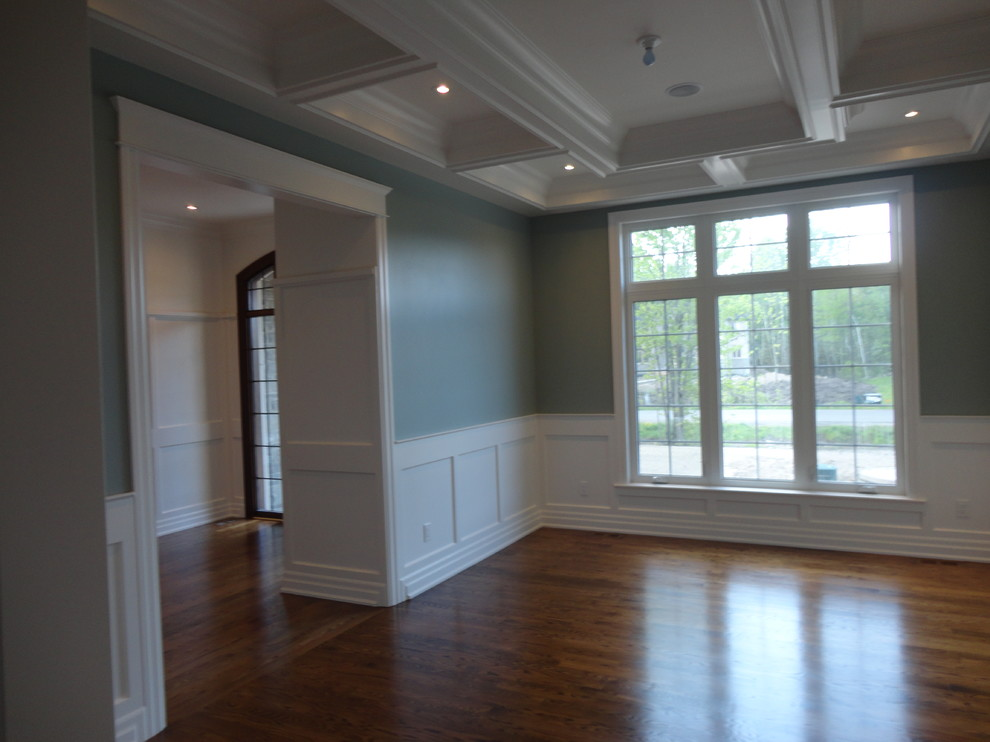 Inspiration for a timeless dining room remodel in Ottawa