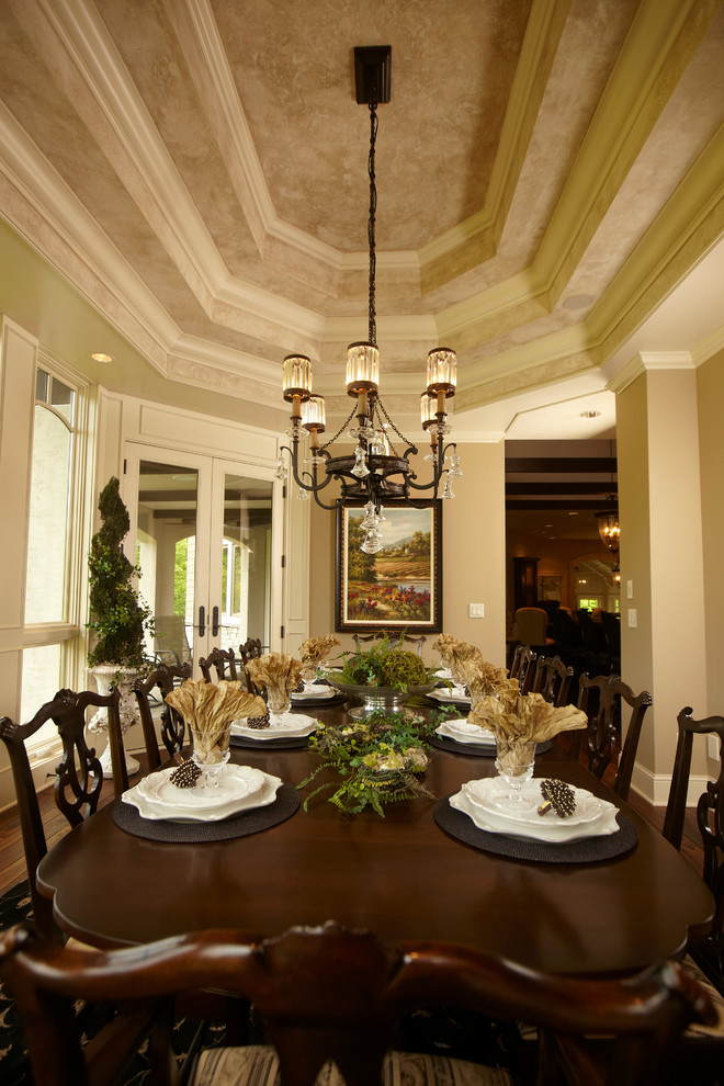 Example of a classic dining room design in Minneapolis