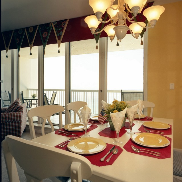 Staging Silver Beach Towers E-1603 on the water in the heart of sunny Destin traditional dining room