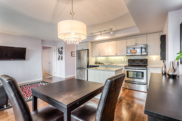Staging2sell queensway 1 modern dining room toronto for Kitchen ideas queensway