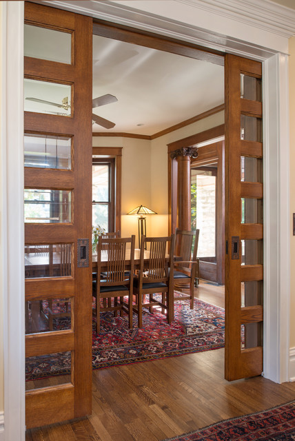 This is an example of a traditional dining room in Kansas City.