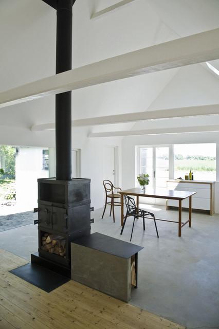 Modern Dining Room by LASC Studio