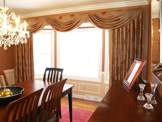 Swags And Cascades Traditional Dining Room Cleveland