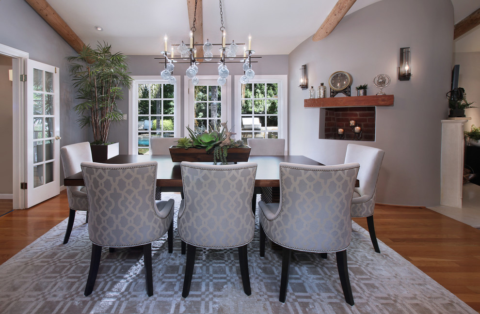 Dining room - contemporary dining room idea in Orange County