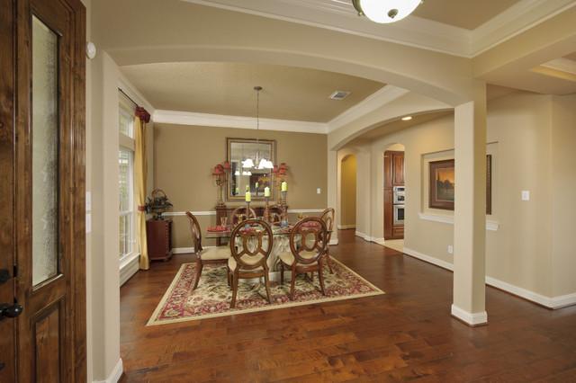 The Fredericksburg Bonus traditional-dining-room