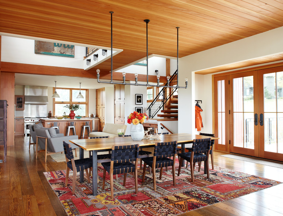 Example of a cottage dining room design in Milwaukee