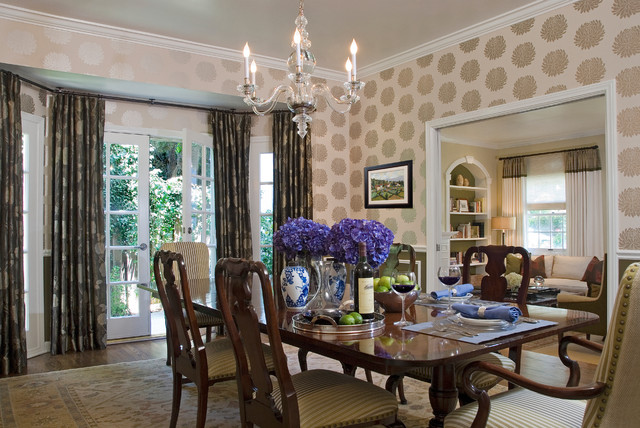 Colonial Revival traditional-dining-room