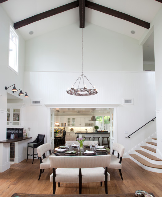 Transitional Dining Room: Traditional Dining Room