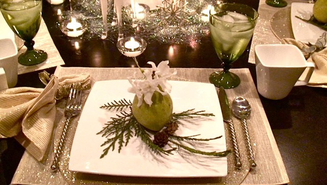 Christmas Decorations traditional-dining-room