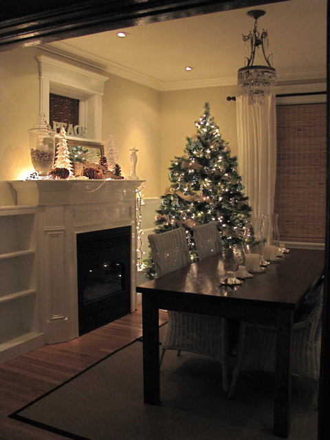 cozy holiday dining room traditional dining room