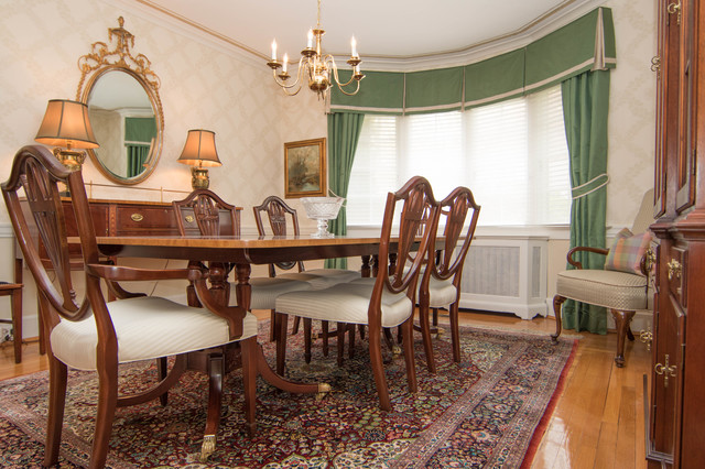 Traditional rugs bold colors for Bold dining room colors