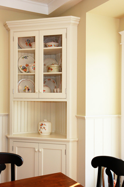 Merveilleux Traditional White Corner Hutch Traditional Dining Room