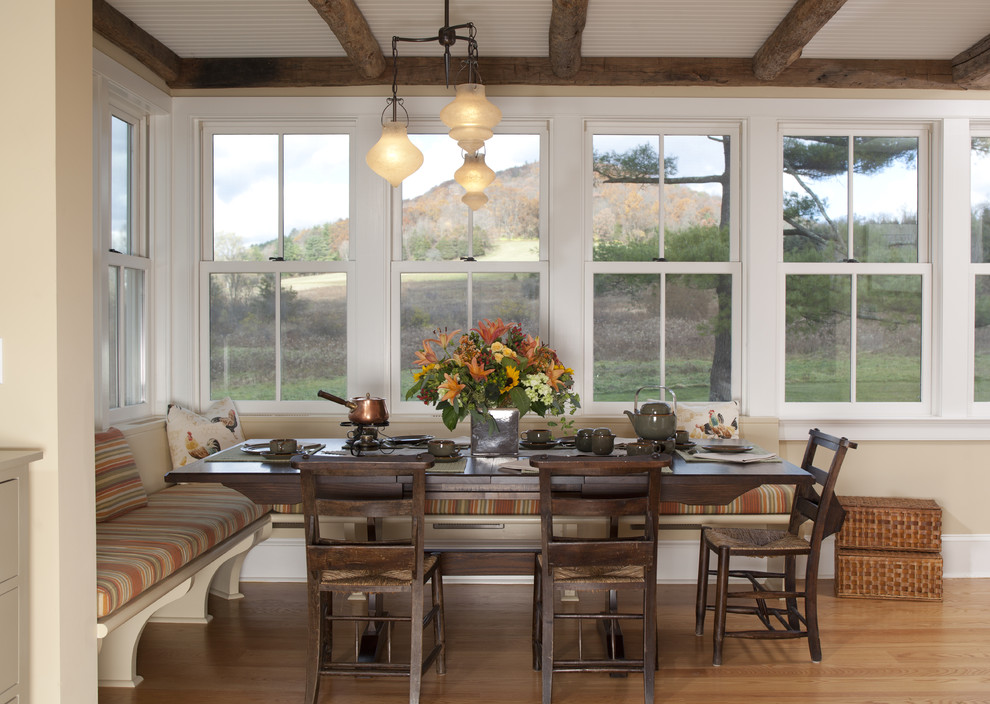 Example of a classic kitchen/dining room combo design in New York